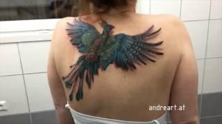 Wygląda jak zwykły tatuaż, ale gdy kobieta zaczyna poruszać ramionami, dzieje się coś magicznego.