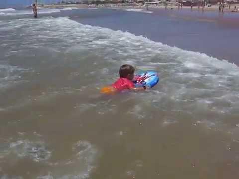 Kikeadventure - surfing a giant wave (видео)