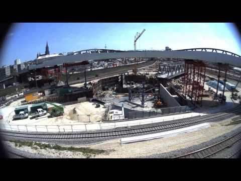 Ulm Hauptbahnhof: Bahn schiebt Brücke...