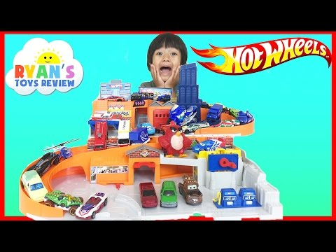 Hot Wheels Sto and Go Play Set Classic with Disney Cars Toys