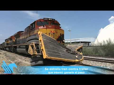 Se estrella tren contra tráiler que intenta ganarle en la vía a Laredo.