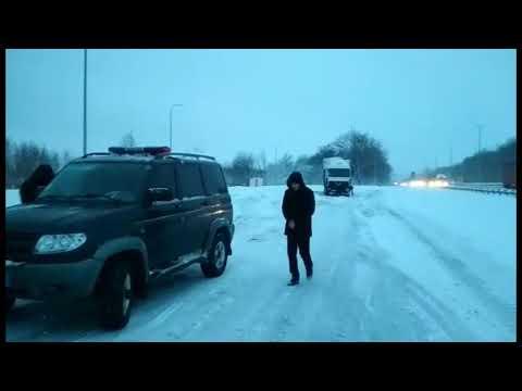 На Житомирщині поліцейські допомагають водіям долати наслідки негоди. ВІДЕО