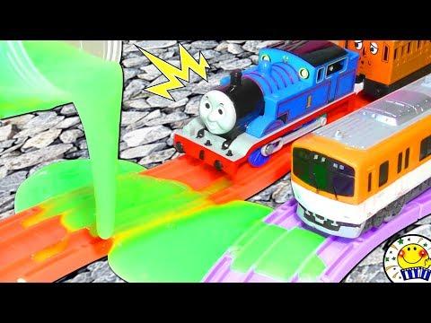 トーマスと電車 プラレール 踏切 スライムで事故!thoma …