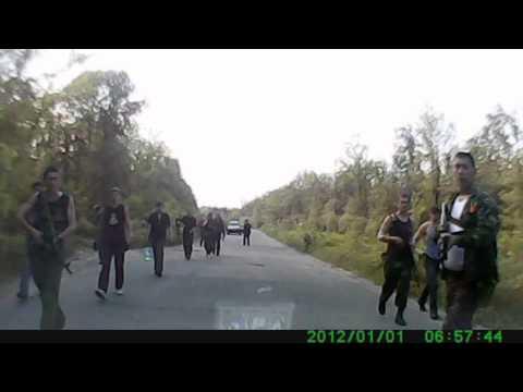 На Луганщині водій авто зняв на відео банду підлітків, озброєних автоматами
