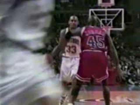 Grant Hill Crossover on Michael Jordan