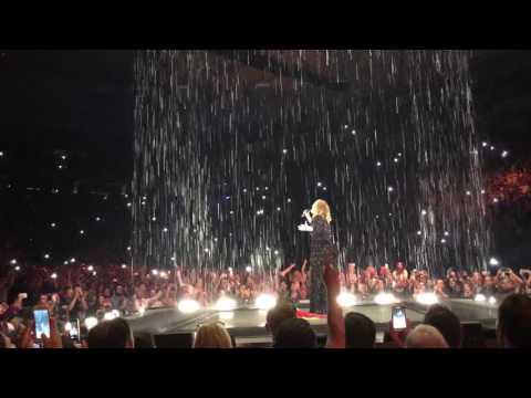 ADELE | Set Fire To The Rain [Live at Barcelona 25 World Tour 2016]