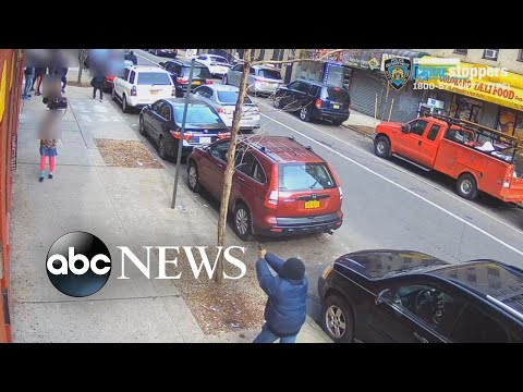Gunman opens fire on a crowded New York City street