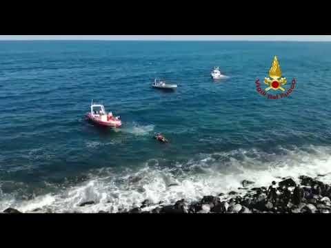 Vigili recuperano cadavere in mare VIDEO