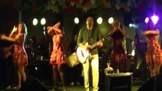 Geraldinho canta no Campestre CG na véspera de São João.