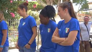 la-nazionale-femminile-di-pallavolo-in-visita-a-paestum