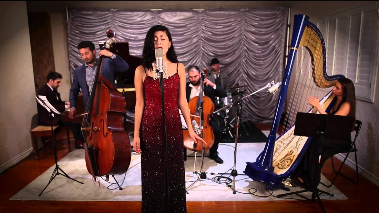 Welcome To The Jungle – Vintage Orchestral Guns 'n' Roses Cover ft. Daniela Andrade