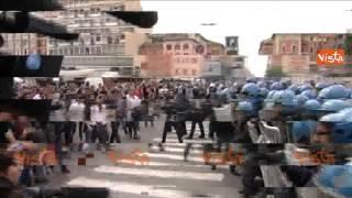 (Agenzia VISTA) - BOLOGNA, 3 Maggio 2015 - La contestazione dei Collettivi degli studenti e dei centri sociali contro il Presidente del Consiglio Renzi, inte...