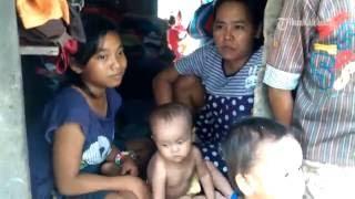 Video VIDEO Mengharukan, Seorang Ibu Mengurus Tujuh Anaknya di Gubuk Kecil Beratap Terpal MP3, 3GP, MP4, WEBM, AVI, FLV Februari 2018
