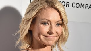 Video The Stunning Transformation Of Kelly Ripa MP3, 3GP, MP4, WEBM, AVI, FLV Juni 2018