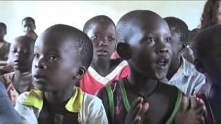 Relato de los niños de Dembanje contando como transcurre su vida entre trabajar, ayudar a sus padres e ir a la escuela.