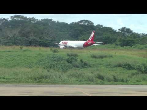 Rio Linhas Aéreas e TAM decolando do Aeroporto de Rio Branco - 01/04/2014