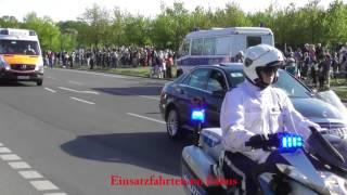 Video VIP-Eskorte Emmanuel Macron in Berlin MP3, 3GP, MP4, WEBM, AVI, FLV Juni 2017