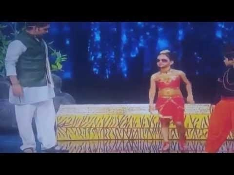 Video Videos engraçados - Atta maajhi satakli Dipali Borkar súper bailarina 2016 download in MP3, 3GP, MP4, WEBM, AVI, FLV January 2017