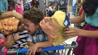 فيديو | ما الذي أصاب هذا الطفل حينما رأى قناعين لترامب وكلينتون؟