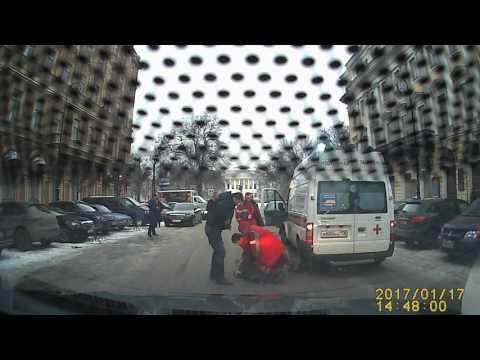 В Петербурге водитель «Мерседеса» с ножом напал на бригаду скорой помощи