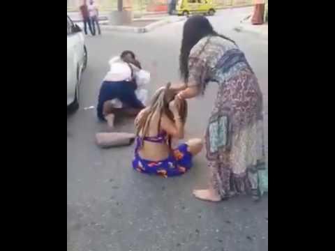 Viral: 4 mujeres se pelearon en plena vía pública por el amor de un hombre en el Caribe Colombiano