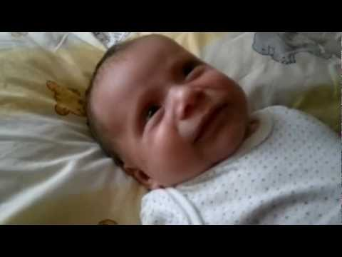 duygusal müziğe ağlayan bebek :)