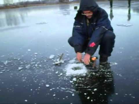 Зимняя рыбалка-Ловля щуки на жерлицы по первому льду на озере Неро в Ростове видео