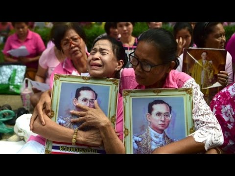 Thailand mourns King's death: 'He is our father... (видео)