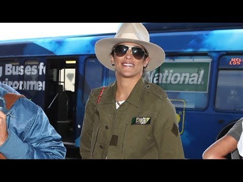 Paula Patton Smiles For Fans And Compliments At LAX