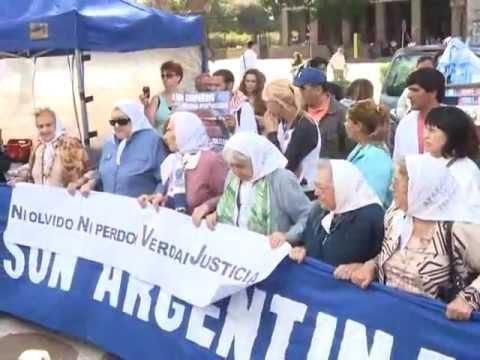 Emotiva marcha de las Madres de Plaza de Mayo, a poco de cumplirse 36 años del Golpe de Estado