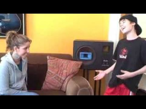Justin flirting with Esmée Denters – Justin Singing