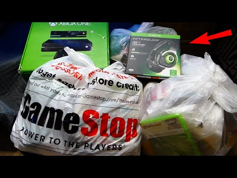 Day After Christmas Dumpster Diving Gamestop! What was left in the dumpster!