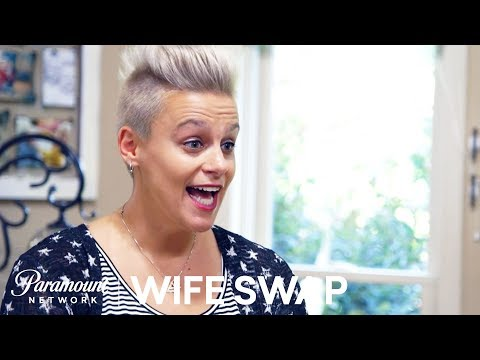 'Did You Vote for Hillary?' Family Introductions | Wife Swap Sneak Peek