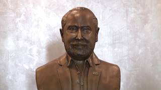 Una estatua diferente, Don Roberto C. González