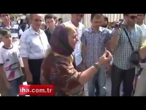 Rabiacılar Yaşlı Kadını Böyle Taciz Etti