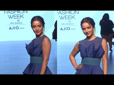 Neha Sharma Comes At Lakme Fashion Week Summer 2017