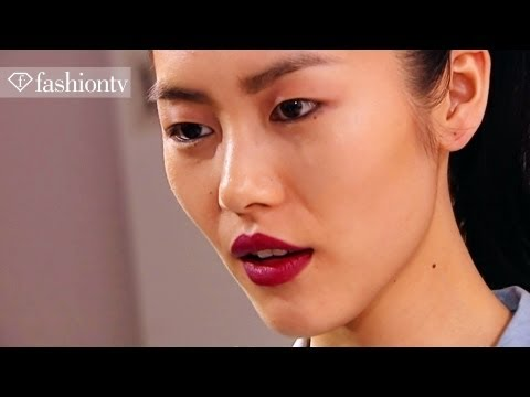 Liu Wen - http://www.FTV.com/videos WORLD - Chinese model Liu Wen is highlighted in this Models clip for Fall/Winter 2011/2012. Wen was born on January 27, 1988 in Yon...