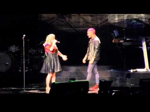 Kelly Clarkson @ Staples Center - Introduces Luke Edgemon (видео)