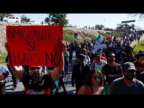 Ένταση στα σύνορα ΗΠΑ-Μεξικό λόγω της παρουσίας μεταναστών…
