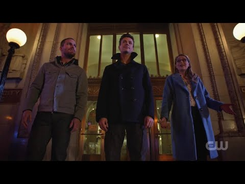 Arrow [7x9] Batwoman bails Oliver, Barry and Kara out of jail
