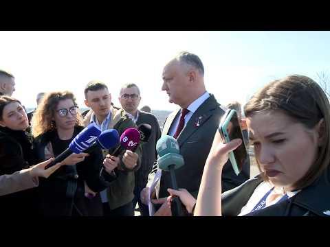 Igor Dodon a inspectat lucrările de reconstrucție a drumului național M2