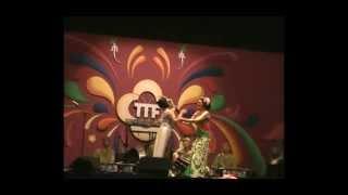 Kolaborasi Samba Sunda dgn Didik Nini Thowok