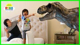 Jurassic World Fallen Kingdom Dinosaurs T-Rex Visits Ryan ToysReview at home!