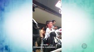 Menino apaixonado pelo Timão comemora título do Paulista na arena Corinthians