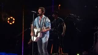 Video Thomas Rhett sings