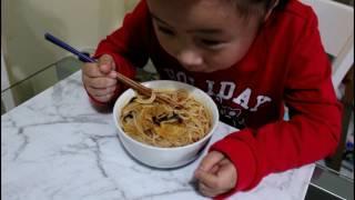 How to eat Chinese rice noodle!!yaya coming 螺蛳粉试吃来了,这款很火的网红螺蛳粉,丫丫的第一次吃播。 欢迎大家订阅丫丫的频道哦 https://youtu.be/ktcaMck8RZI