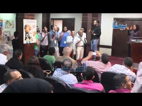 """عمال مصر يحتفلون بـ """"اطلق كلابك"""" فى الشوارع"""