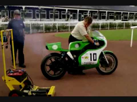 Mick Grant fires up his Kawasaki KR750 