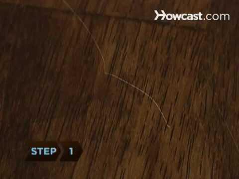 Video - Γρατζουνιές στο ξύλινο τραπεζάκι σου; Αφαίρεσέ τις με ένα καρύδι