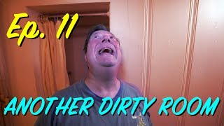 Guy Finds and Reviews the Worst Hotel Room In America and It's Super Cringe